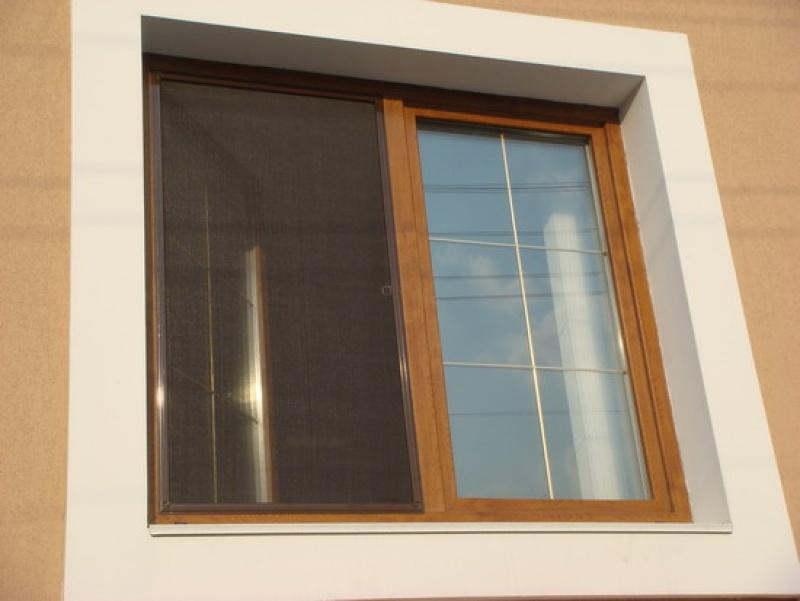 Рамочная москитная сетка на балкон алюминиевым профилем..
